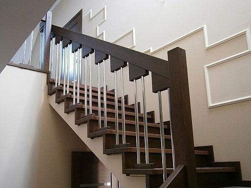 Дизайн лестницы из нержавейки